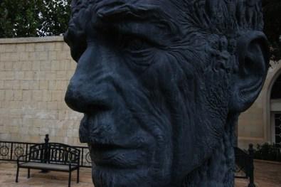 Rzeźba w starym mieście w Baku (Azerbejdżan)