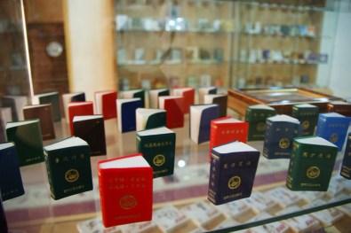 Chnskie ksiazeczki w bakijskim muzeum miniaturowych ksiazek