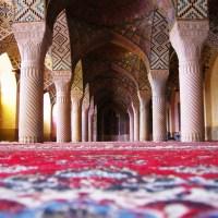 Wnętrze Różowego Meczetu w Szirazie, Iran