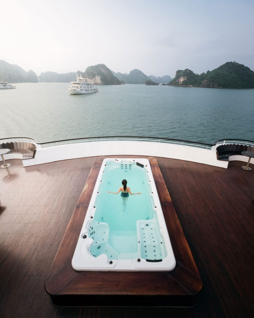 President Cruises hot tub