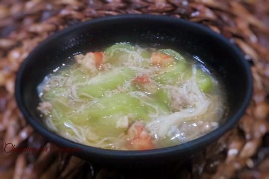 Misua Patola Soup recipe: https://chopsueyathalohalo.wordpress.com/2016/08/31/patola-misua-soup/
