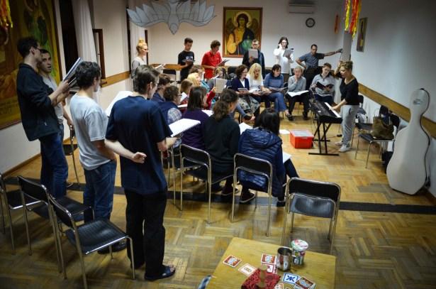 na potrzeby prób przystosowujemy różne przestrzenie :) Tu akurat na warsztatach chórlanych w Zalesiu Górnym