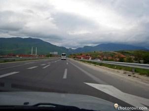 01_0140_makedonia_triabva_da_preodoleem_tezi_planini