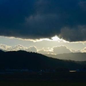 雲と山のサンドウィッチ。 #mountain  #cloudy #sunrise (Instagram)