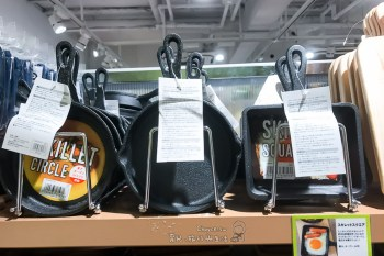 日本雜貨超便宜 三個百円銅板把好物帶回家 鑄鐵鍋也是300円啊!