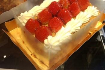 (日本東京都) 巴黎好味道,東京也找得到 MAXIM'S 草莓千層派 Mille feuille aux Fraises