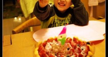 (生活紀錄) 子鈞滿四歲生日快樂(棒棒糖手工點心 瘋狂草莓蛋糕開箱)