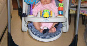 嬰兒鞦韆椅讓媽媽有點罪惡感!
