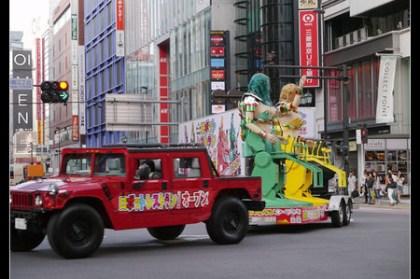 (日本旅遊大蒐秘) 東京新宿街頭 巨大女機器人發現!!