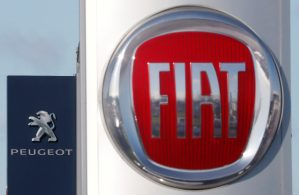 Les accusations de General Motors contre Fiat Chrysler Automobiles (FCA) n'affecteront pas le projet de fusion à 50 milliards de dollars entre le constructeur italo-américain et le français PSA, a-t-on appris jeudi de source proche de FCA. /Photo prise le 8 novembre 2019/REUTERS/Stéphane Mahé