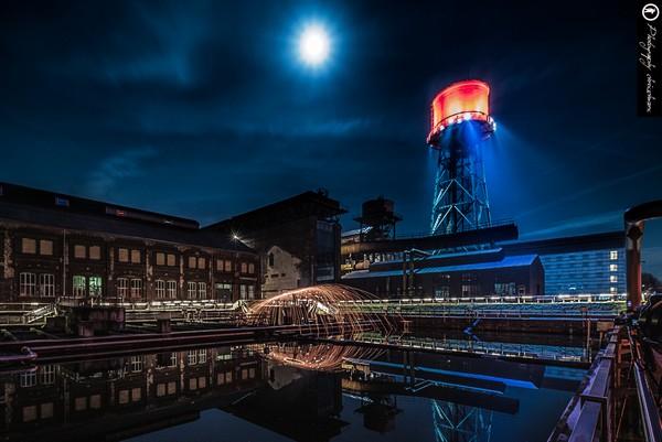 Fotografieren mit Stahlwolle an der Jahrhnderthalle in Bochum