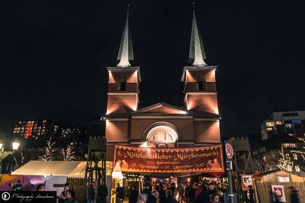 Mittelalterlicher Weihnachtsmarkt auf dem Laurenziusplatz in Wuppertal