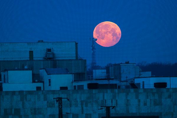 Mond über Palais Vest in Recklinghausen