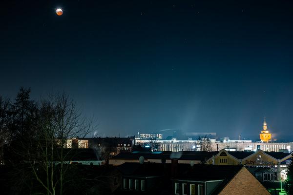 Recklinghäuser Skyline während der Mondfinsternis