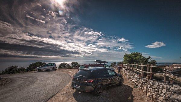 Tönungsfolie – Das Wundermittel gegen Hitze im Auto - Auf einem Parkplatz auf Losinj