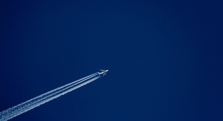 Picture of flying aeroplane