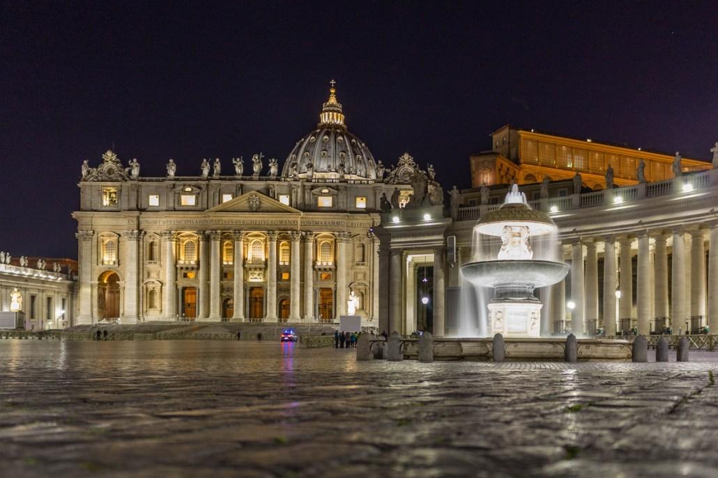 Vatikan bei Nacht