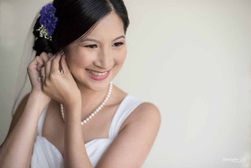 Christopher Luk - Toronto Wedding Lifestyle Event Photographer - Photojournalistic Natural Candid Hilton Suites Markham Bride Getting Ready Bridal Prep Pearl Diamond Earrings Necklace