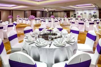 Interior-Photography-Holiday-Inn-Atrium-Hotel-Singapore-Atrium-Ballroom-Purple-Wedding-Setup