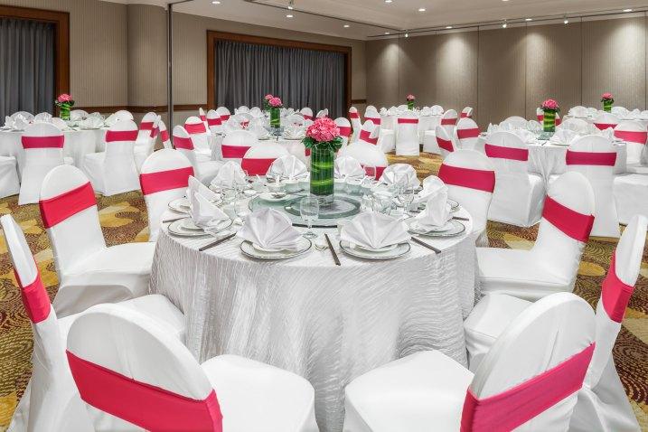Interior-Photography-Holiday-Inn-Atrium-Hotel-Singapore-Changi-Ballroom-Dinner-Setup