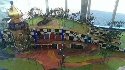 HUNDERTWASSER_ART_CENTRE_MODEL_16X10
