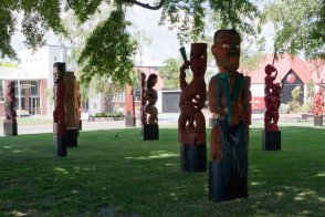 hastings-pou_carvings