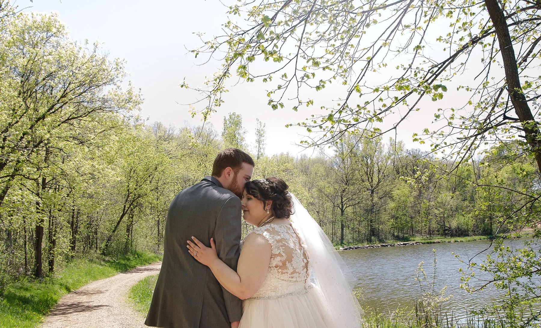 couple at oak ridge in chaska for wedding