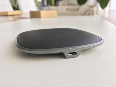 image test du chargeur sans fil par induction compatibles Qi en graphite d'Aukey 4