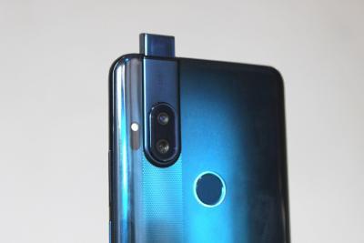 image Le premier téléphone de Motorola avec une caméra pop-up et un capteur principale de 64 MP 5