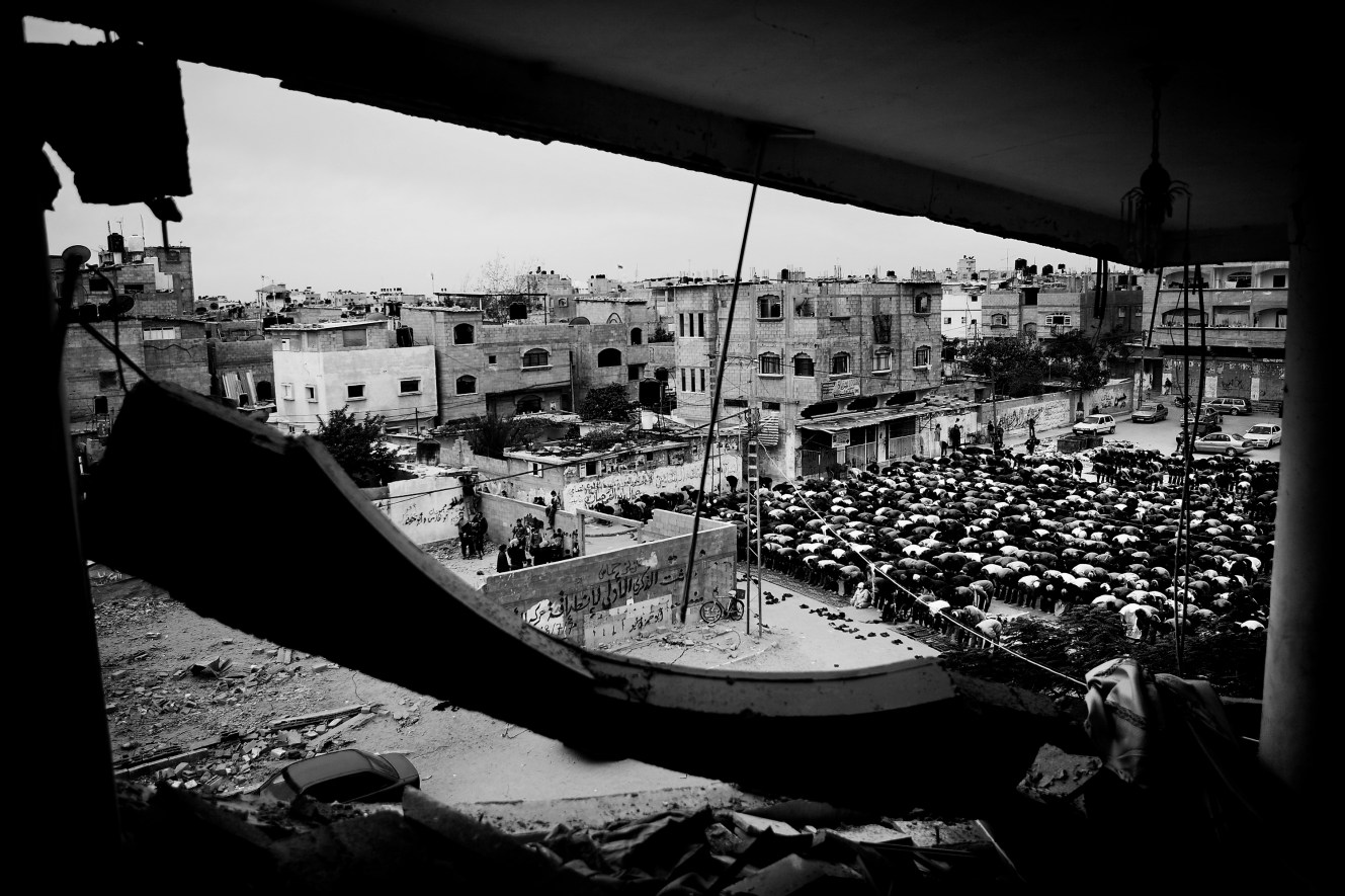 For the first time in four weeks, the people of Gaza could go to Friday prayer without fear of bombs. Next to the ruins of the Al-Khalofa mosque in Jabaliya, Hamas spokesman Mushir Al-Masri spoke. The message was clear and predictable: Israel has not wiped out Hamas, Israel are cowards and the Islamic fighters are martyrs and heroes.