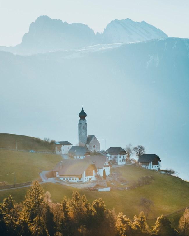 Longostagno, Dolomites