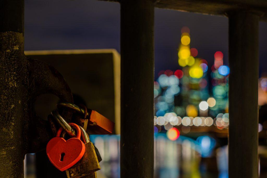 Frankfurt / Nacht / Bank / Main / Skyline