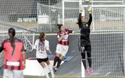 Christiane Endler critica el trato hacia el fútbol femenino en Chile: «No hay respeto»