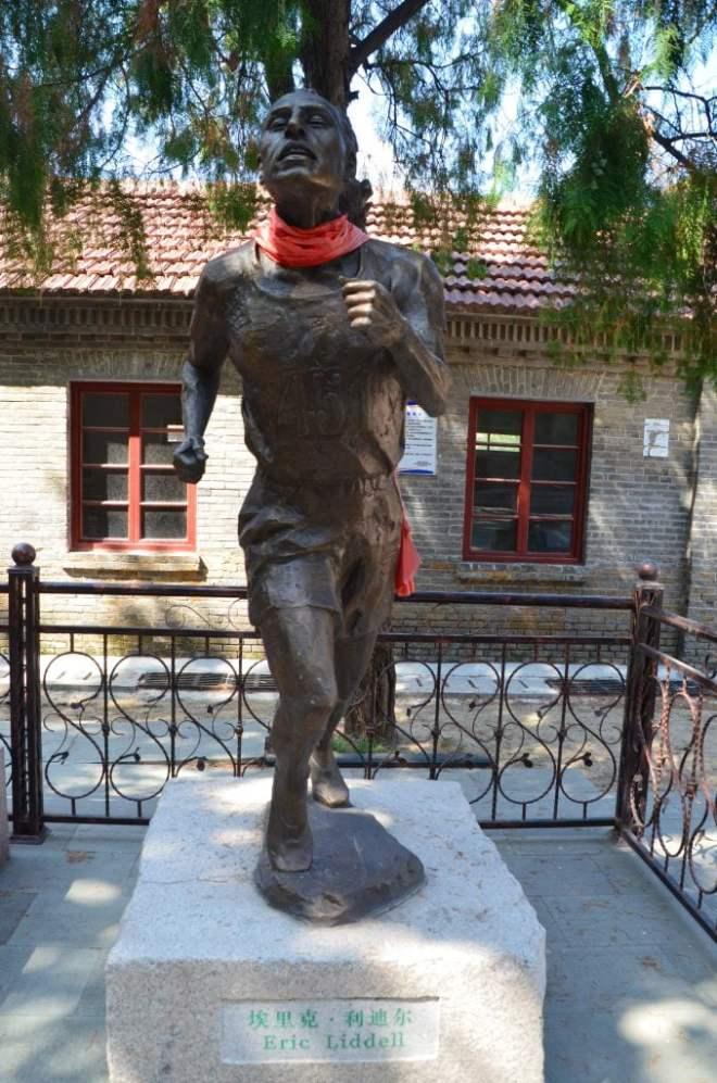 Eric Liddell Weixian Internment Camp statue 1 678x1024 1