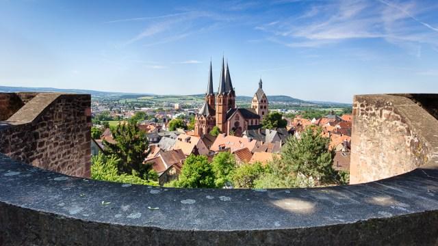 Marienkirche Gelnhausen vom Halbmond aus gesehen / Church of Our