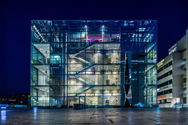 Kunstmuseum Stuttgart bei Nacht / Stuttgart Art Museum at Night