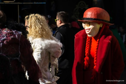 Die rote Frau