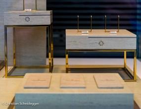 Leere Schaufensterauslage im Luzerner Uhrengeschäft