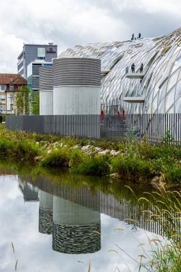 Swatchgebäudereflexion in der Schüss