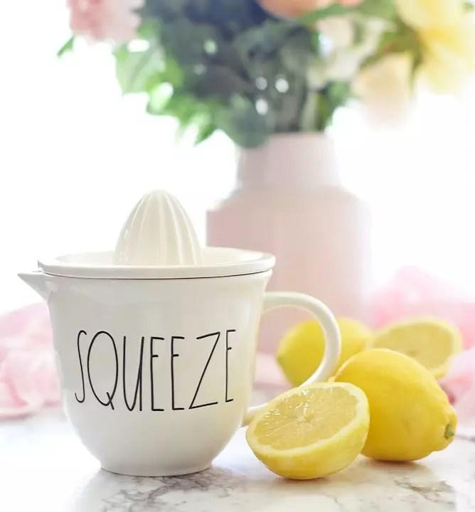 Lemons and a lemon juicer on a kitchen counter