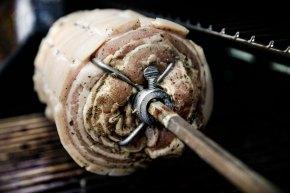 porchetta på rotisseri bbq-1