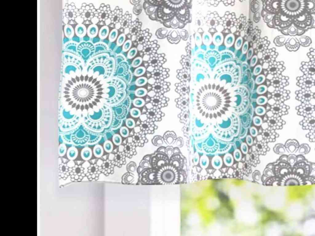 Amazon valance inspiration for my color choice.