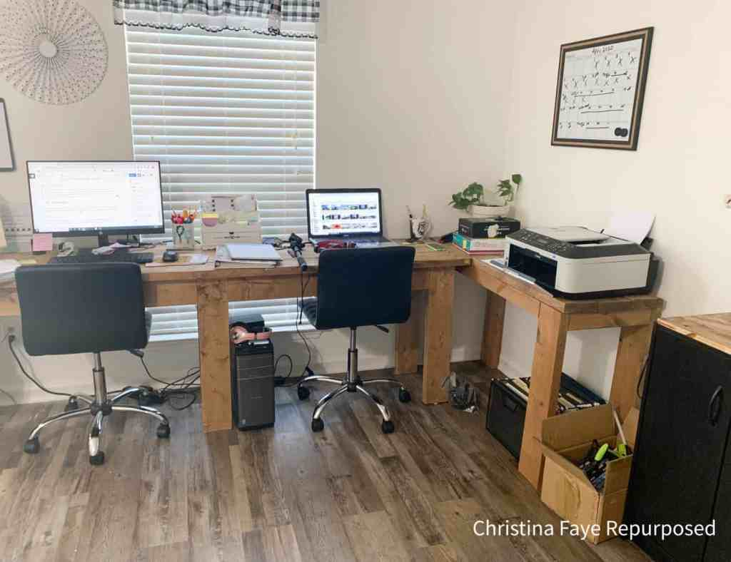 Small Corner Office Area