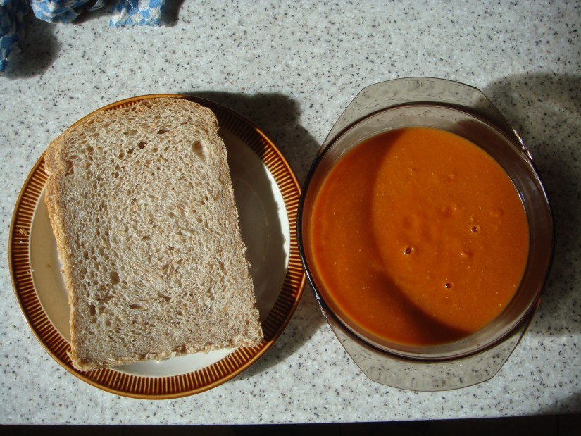 BREAD_AND_TOMATO_AND_LENTIL_SOUP