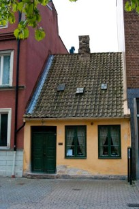 Ebba´s house is squeezed between two modern buildings in Malmö.