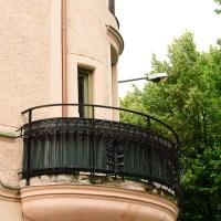Sammanfattning: Balkonger, terasser, altaner / Balconies and terraces