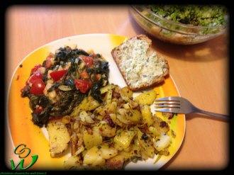 gebratene-Kartoffeln-mit-Tomaten-Spinat