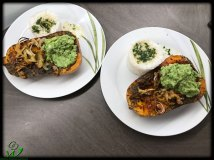 Ofenkürbis mit Avocado und Reis