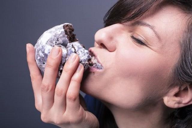 Essen, Frau, zunehmen, Stoffwechsel, zu wenig essen, zuviel essen, fressen, women-730212_640,