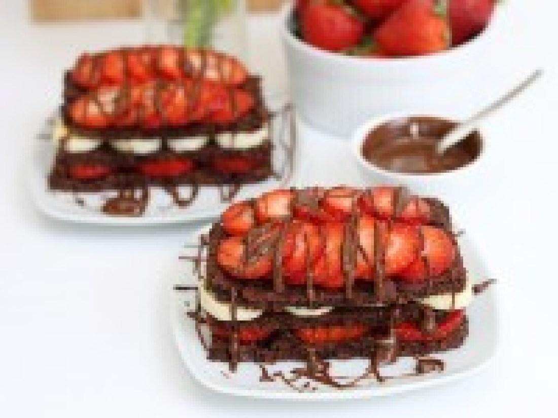 brownie, schnitten, erdbeeren, banane, vegan, rezept